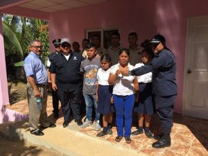 POLICÍA NACIONAL ENTREGA VIVIENDA A FAMILIA VERAGÜENSE