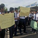 URRAQUISTAS EXIGEN DOCENTE DE QUIMICA
