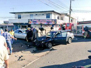Triple colisión deja varios heridos en Santiago.