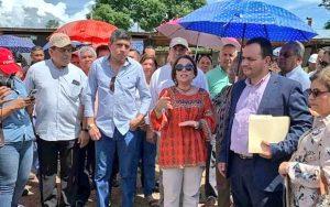 Ministra de Educación realiza recorrido por proyectos escolares en Veraguas.