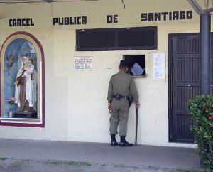 Realizan jornada de vacunación en la cárcel de Santiago por brote de varicela.