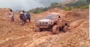 Maestros siguen pasando páramo por mal estado de los caminos en zonas de díficil acceso.